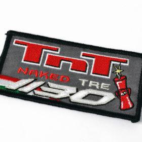 Rechthoeking TnT-embleem met strijklaag en afgelockte rand